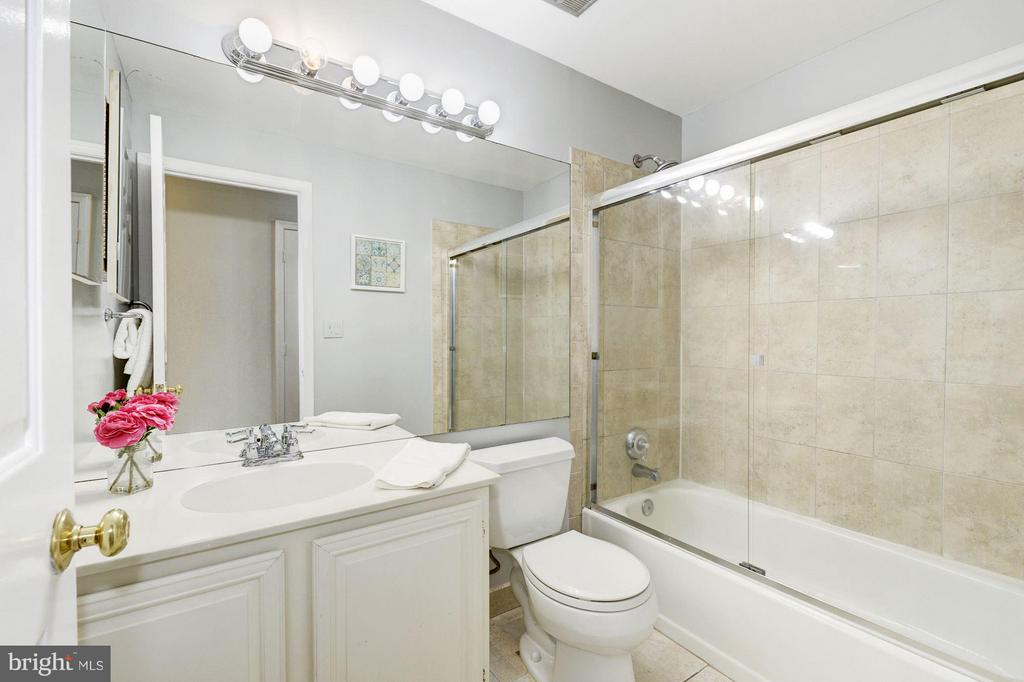 Bath - 4311 MASSACHUSETTS AVE NW #4311, WASHINGTON