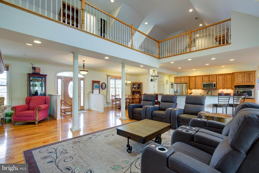 Perfect space for entertaining! - 121 GRANVILLE CT, WINCHESTER