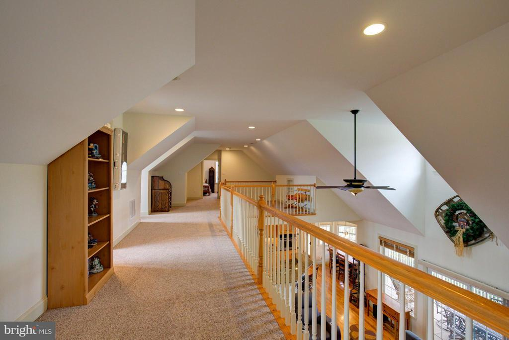 Upstairs loft - 121 GRANVILLE CT, WINCHESTER
