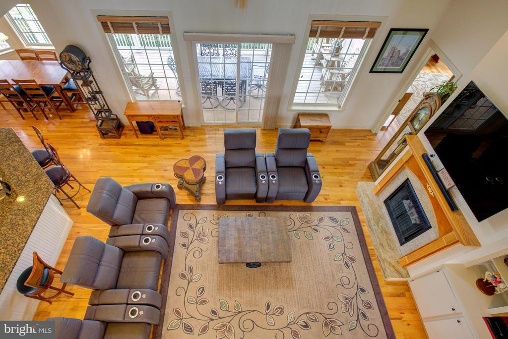 Vaulted ceilings - 121 GRANVILLE CT, WINCHESTER