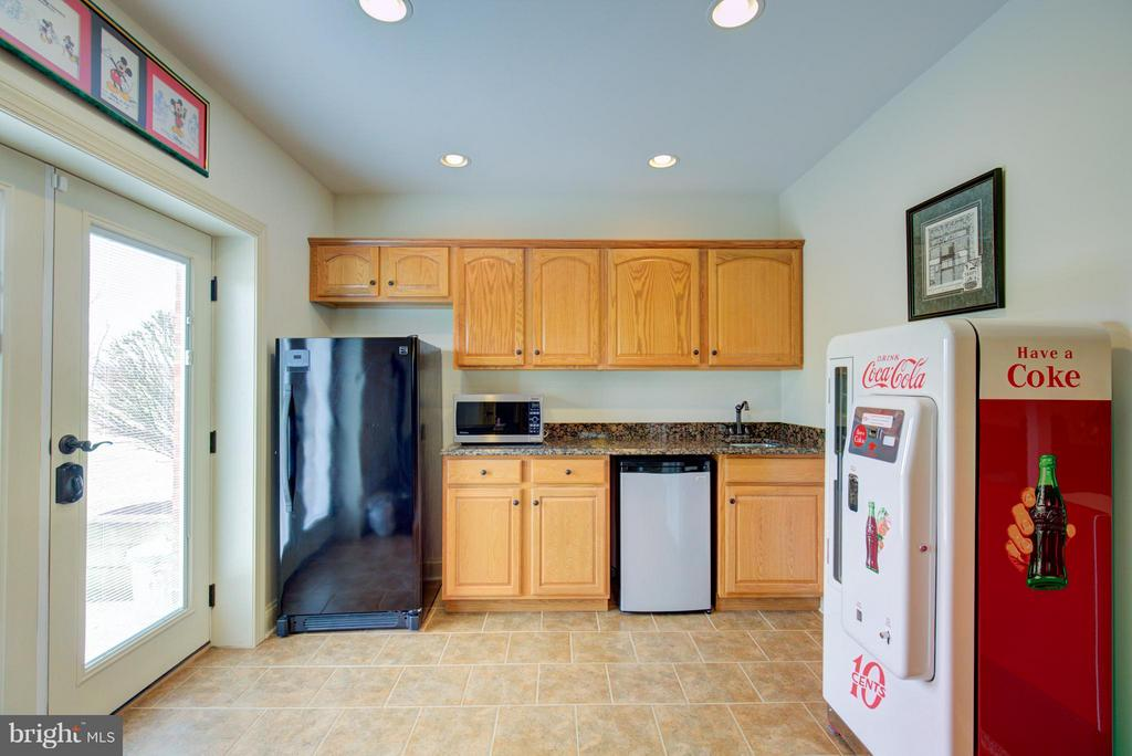 Acessible kitchenette located in basement - 121 GRANVILLE CT, WINCHESTER