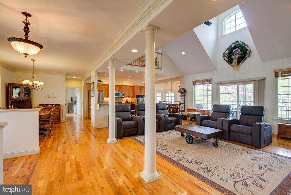 Gorgeous columns in this open floor plan - 121 GRANVILLE CT, WINCHESTER
