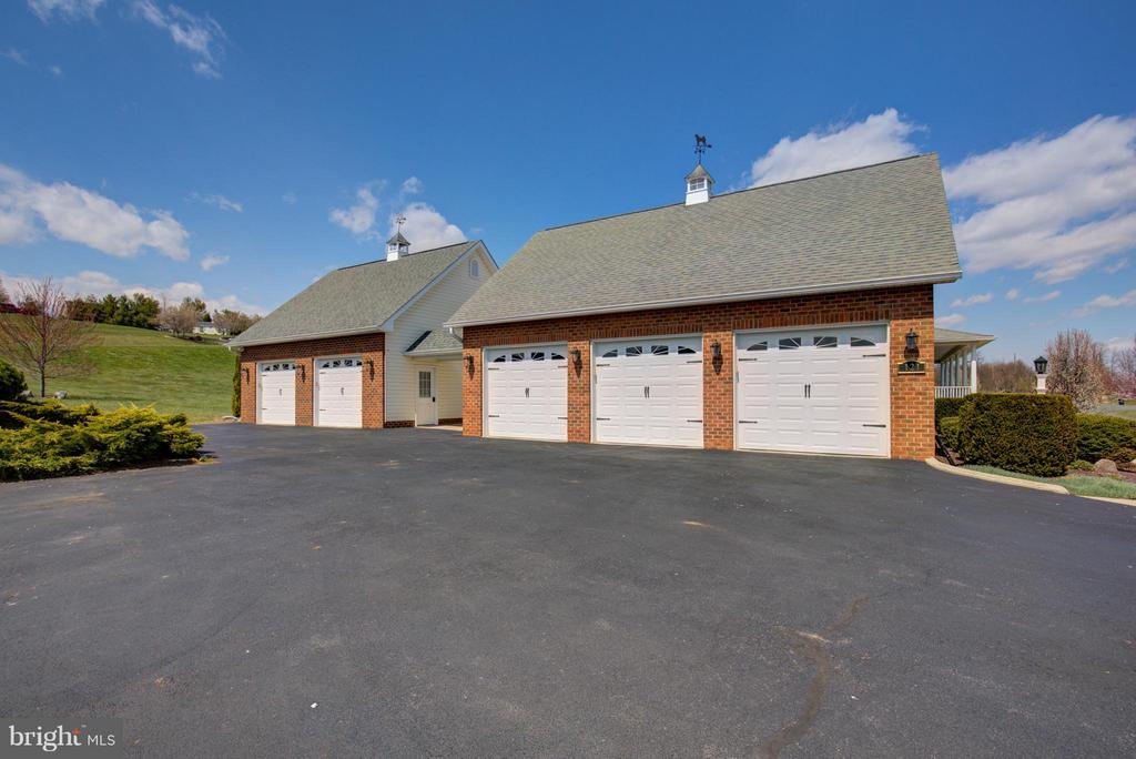 5 Bay Garage to house all your toys - 121 GRANVILLE CT, WINCHESTER