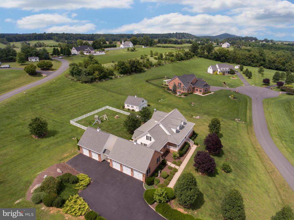 View From Left Of Property - 121 GRANVILLE CT, WINCHESTER