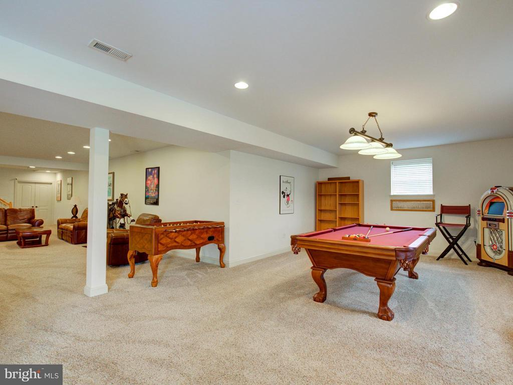 Plenty of room for ALL hobbies and fun! - 121 GRANVILLE CT, WINCHESTER