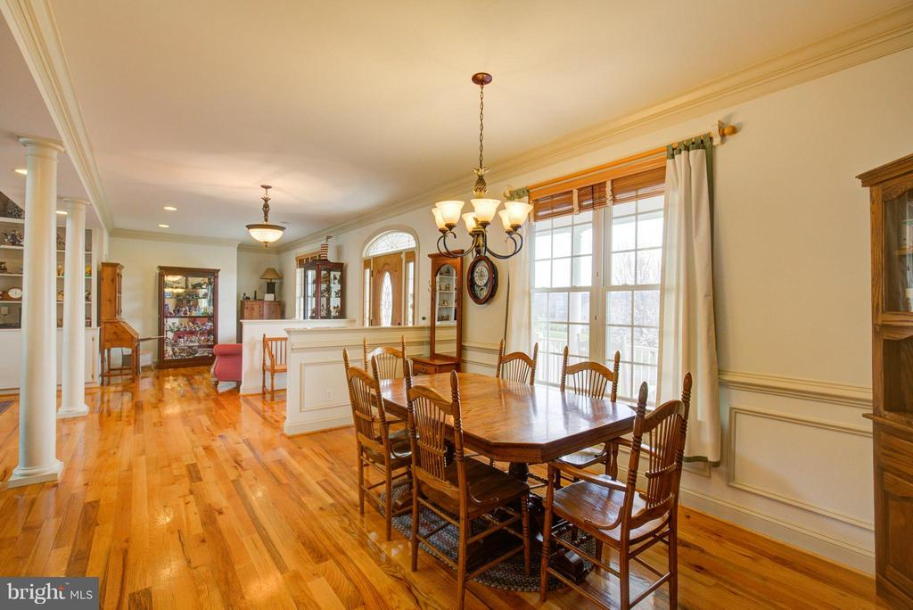 Spacious open living - 121 GRANVILLE CT, WINCHESTER