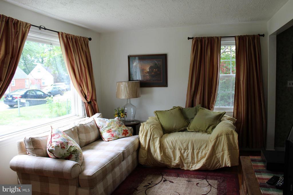 Living Room - 5006 CHEYENNE PL, COLLEGE PARK