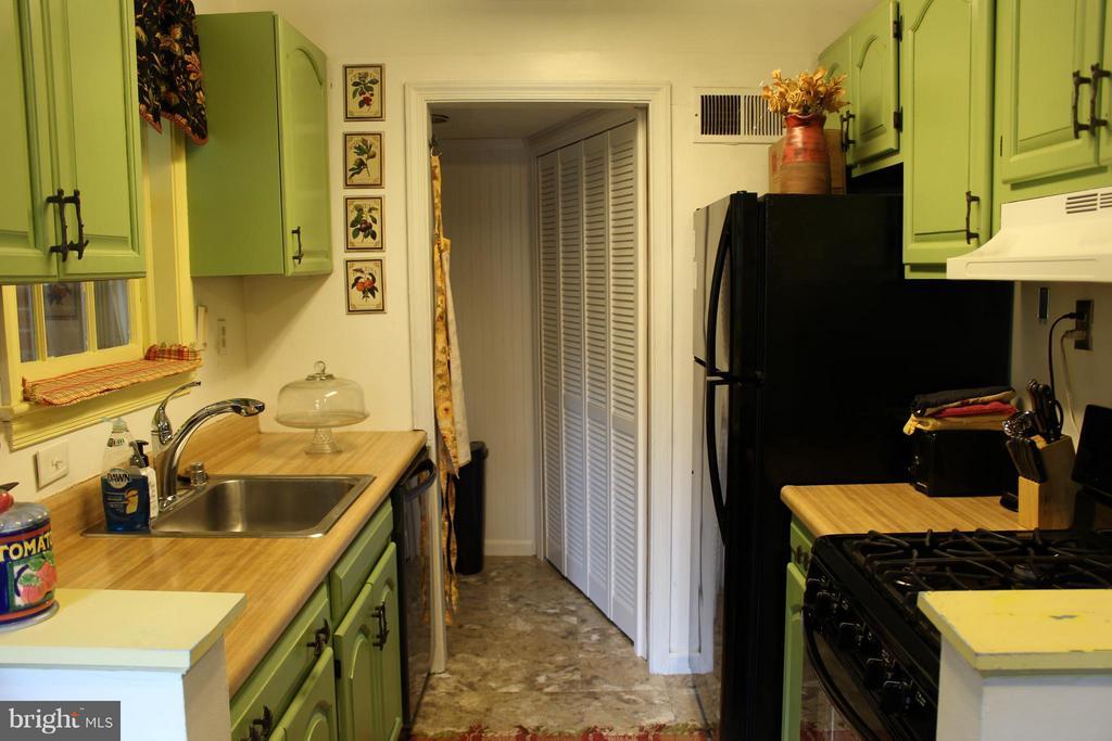 Kitchen - 5006 CHEYENNE PL, COLLEGE PARK