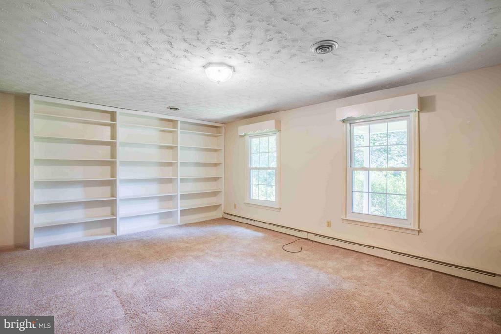 Living Room with Built In Shelving - 7225 COURTHOUSE RD, SPOTSYLVANIA