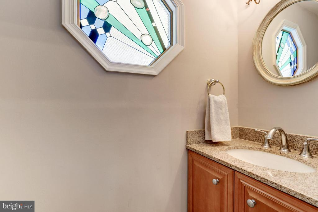 Main Level Powder Room - 2206 WINTER GARDEN WAY, OLNEY