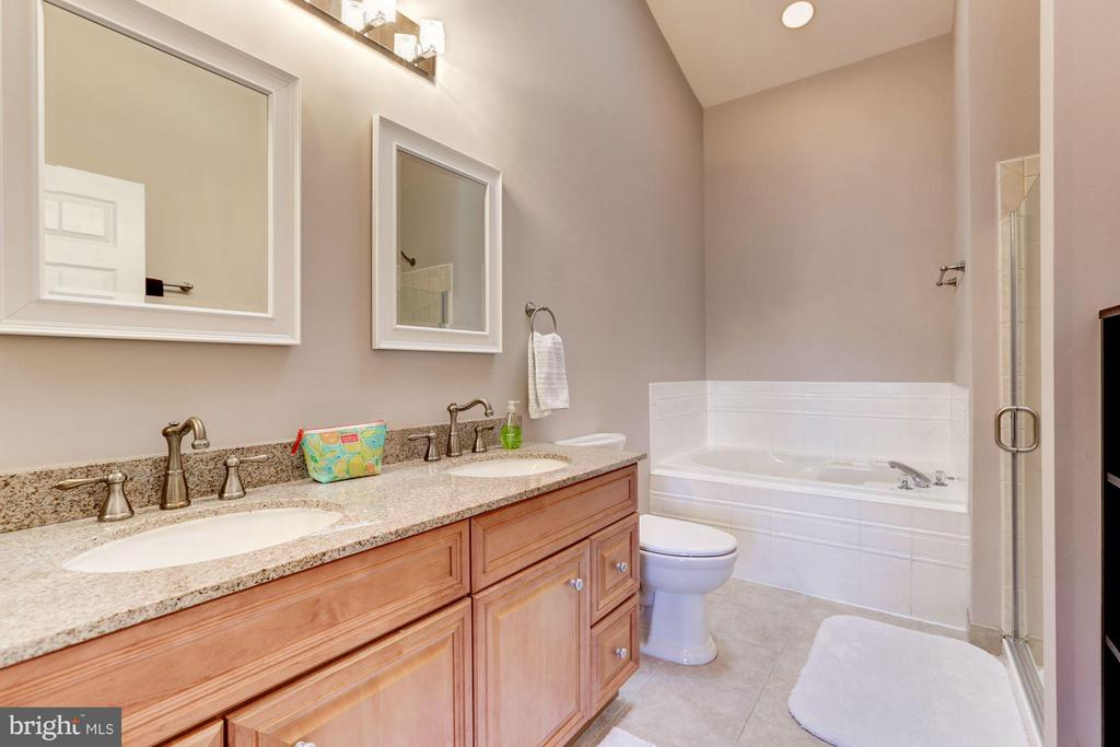 En-Suite Master Bathroom (1 of 2) - 2206 WINTER GARDEN WAY, OLNEY