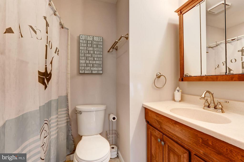 Bathroom #2 - 2206 WINTER GARDEN WAY, OLNEY