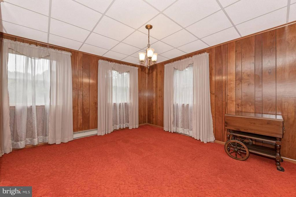 TO THE LEFT OF FOYER - DINING  ROOM - 7433 OLD WASHINGTON RD, WOODBINE