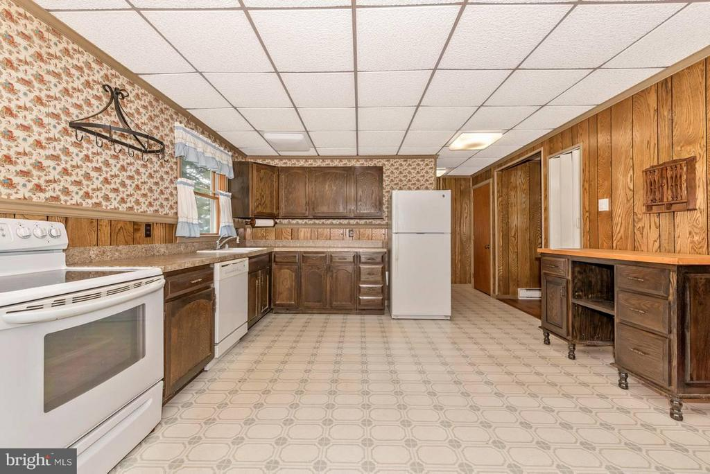 EAT-IN KITCHEN WITH CUSTOM BUILT MOVABLE ISLAND - 7433 OLD WASHINGTON RD, WOODBINE