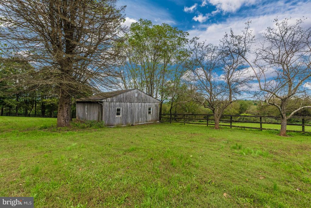 3 STALL BARN WITH TACK/FEED AREA - 7433 OLD WASHINGTON RD, WOODBINE