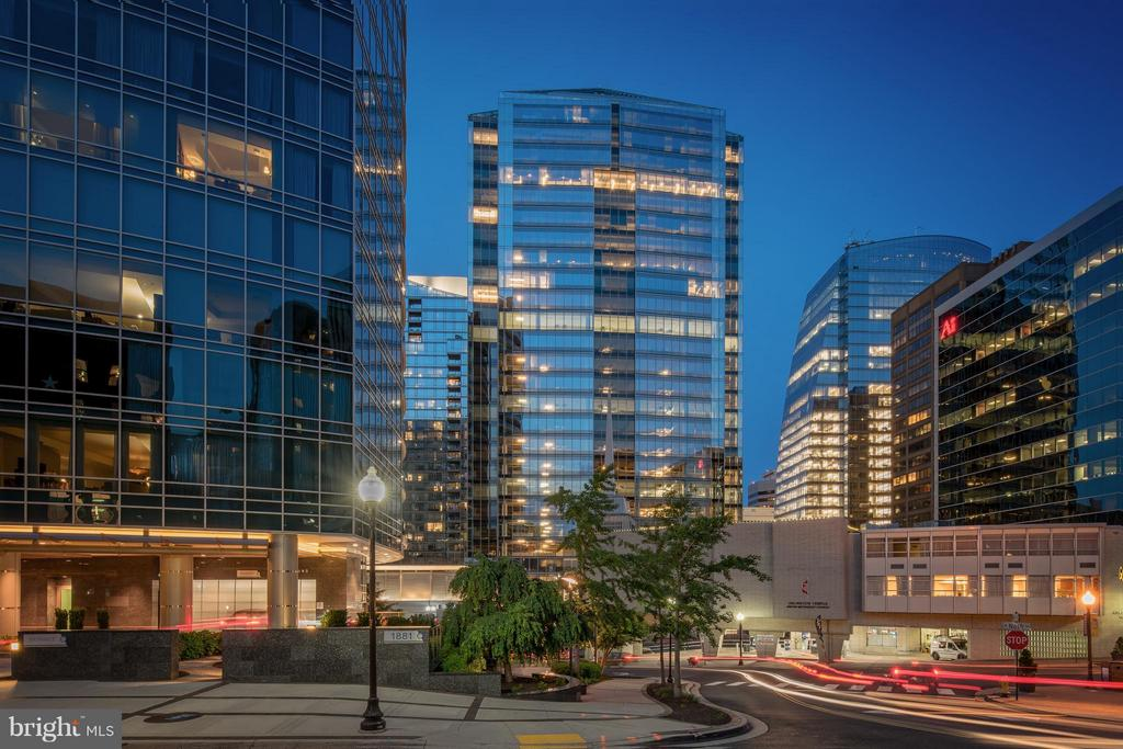 Rosslyn Community - 1411 KEY BLVD #2, ARLINGTON