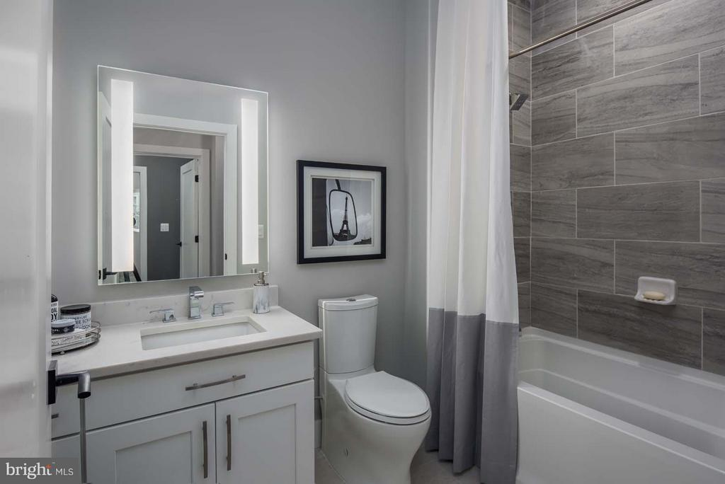Bath - 1411 KEY BLVD #2, ARLINGTON