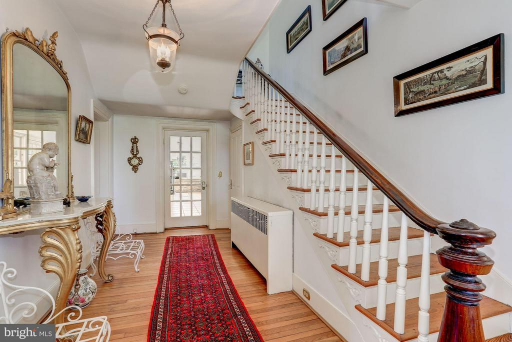 Foyer leads to enclosed sun room porch. - 35676 SNICKERSVILLE TPKE, PURCELLVILLE