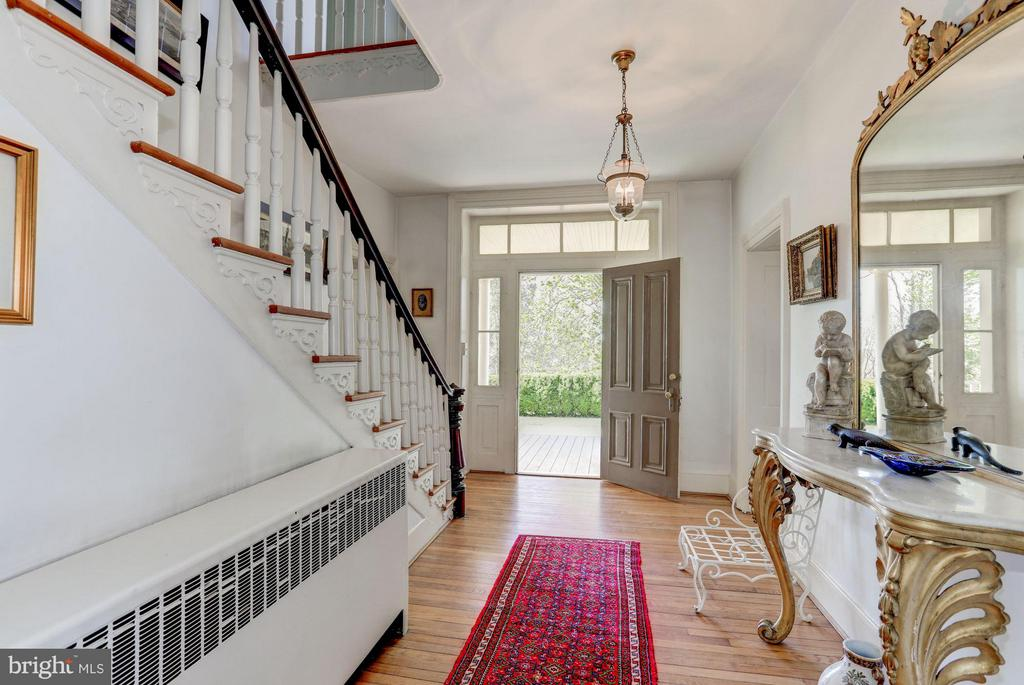 Beautiful hardwoods all levels. - 35676 SNICKERSVILLE TPKE, PURCELLVILLE