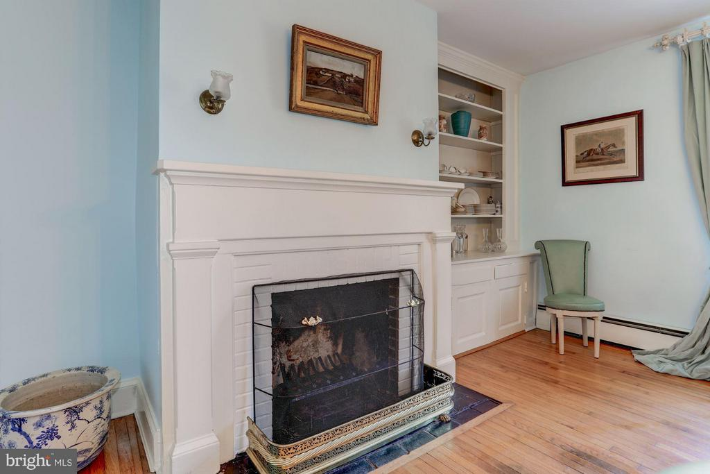One of 5 fireplaces. - 35676 SNICKERSVILLE TPKE, PURCELLVILLE