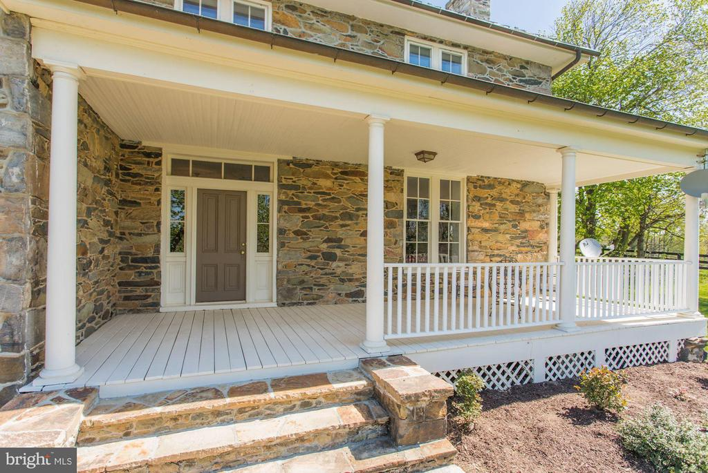 Welcome home to this Virginia classic home. - 35676 SNICKERSVILLE TPKE, PURCELLVILLE