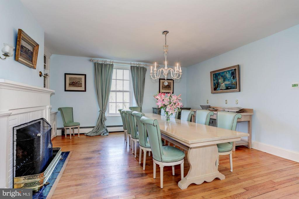 Huge dining area for gatherings - 35676 SNICKERSVILLE TPKE, PURCELLVILLE