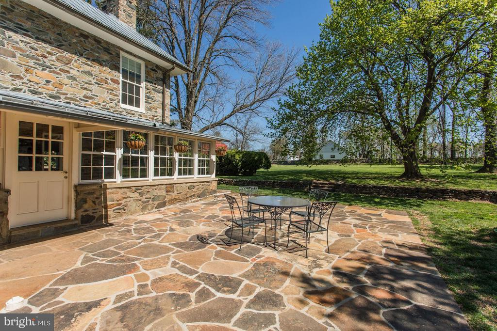 Redone stone patio and walkways. - 35676 SNICKERSVILLE TPKE, PURCELLVILLE