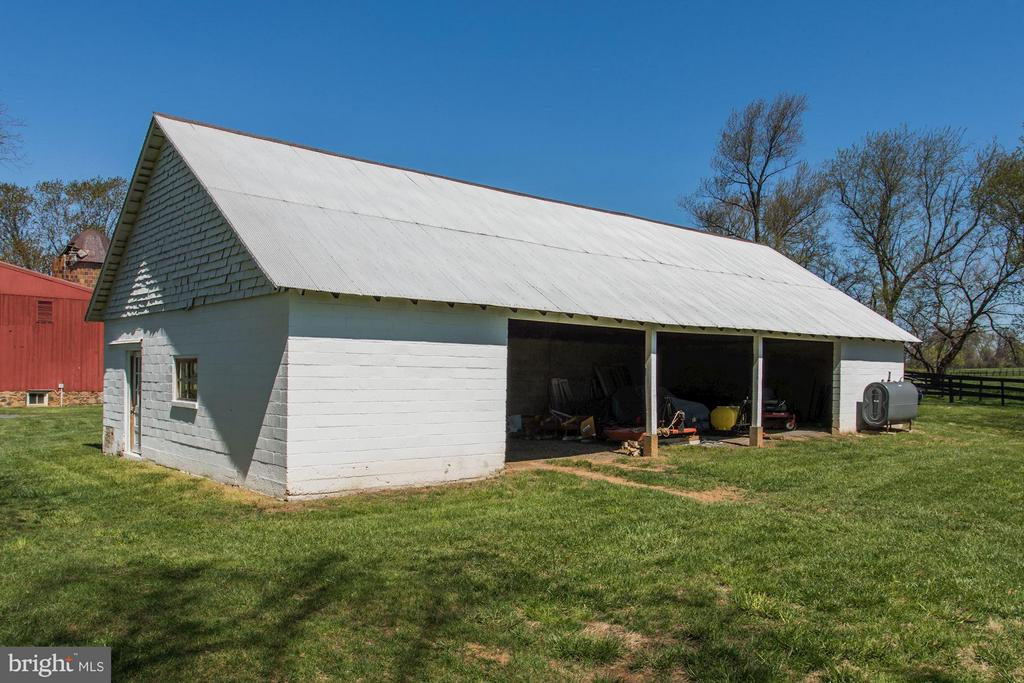 Machine shed/garage building. - 35676 SNICKERSVILLE TPKE, PURCELLVILLE