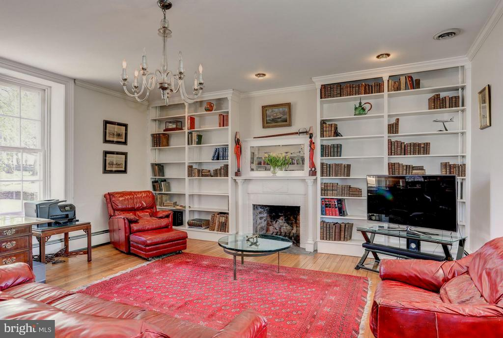 Library/family room with wood burning fireplace - 35676 SNICKERSVILLE TPKE, PURCELLVILLE