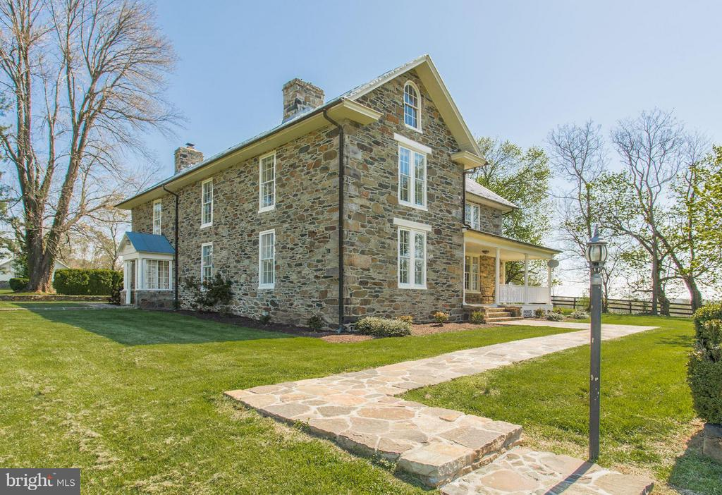 Classic stone beauty on 25 acres - 35676 SNICKERSVILLE TPKE, PURCELLVILLE