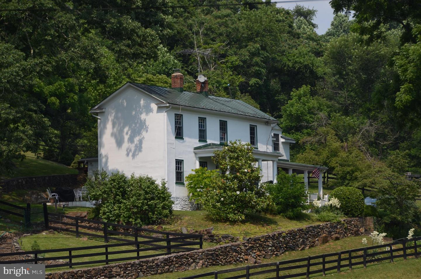 Single Family for Sale at 3051 Tuckers Ln Linden, Virginia 22642 United States