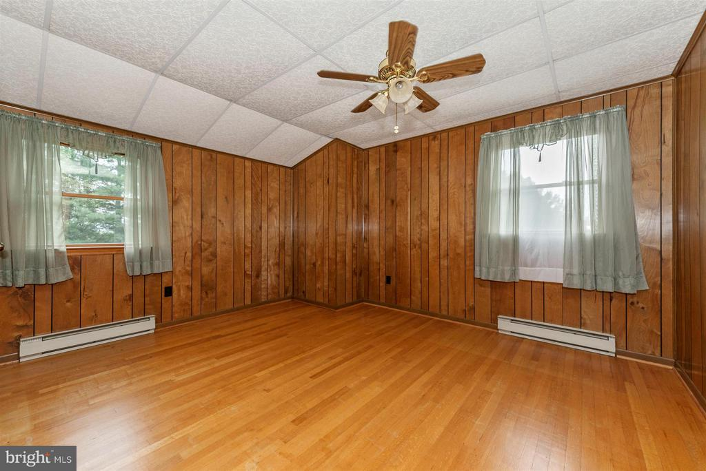 BEDROOM #3 WITH GORGEOUS WOOD FLOORS - 7433 OLD WASHINGTON RD, WOODBINE