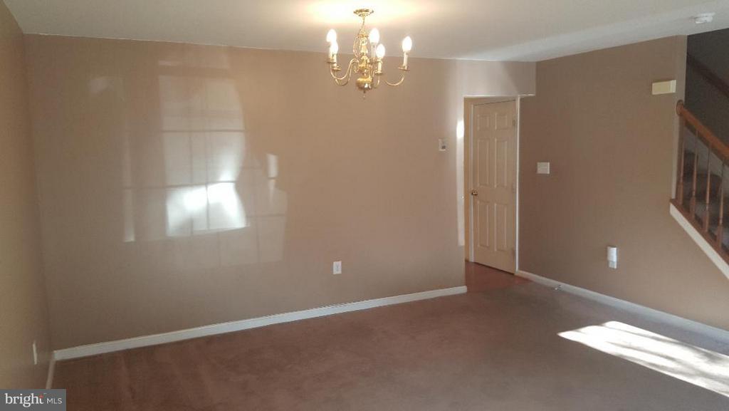 Living Room - 7411 BELGRAVIA LN, HYATTSVILLE