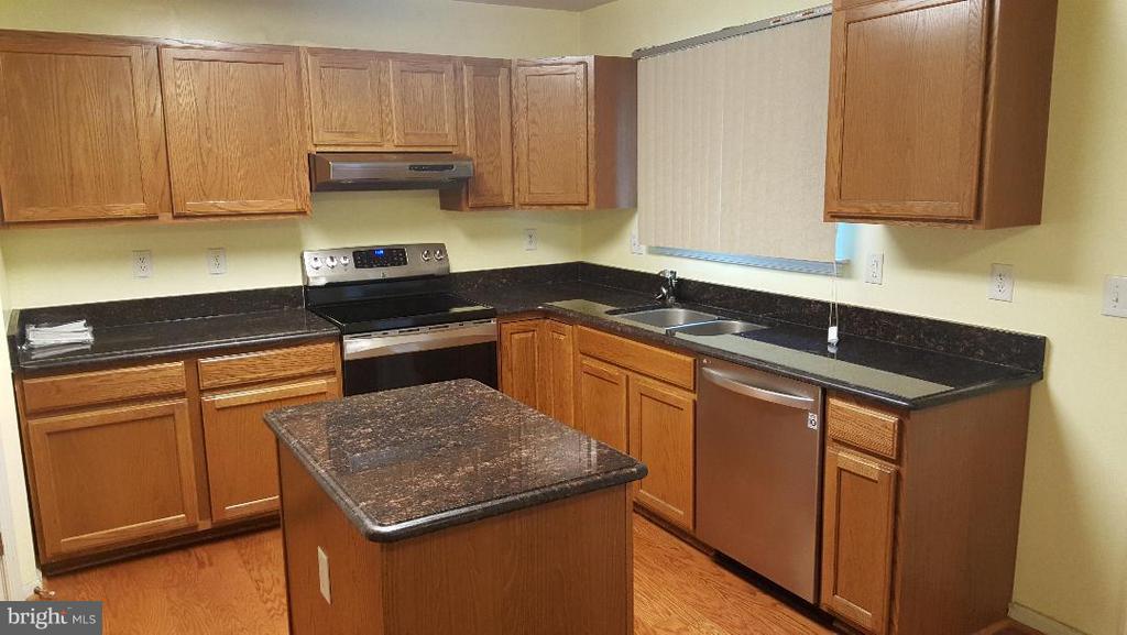 Kitchen - 7411 BELGRAVIA LN, HYATTSVILLE