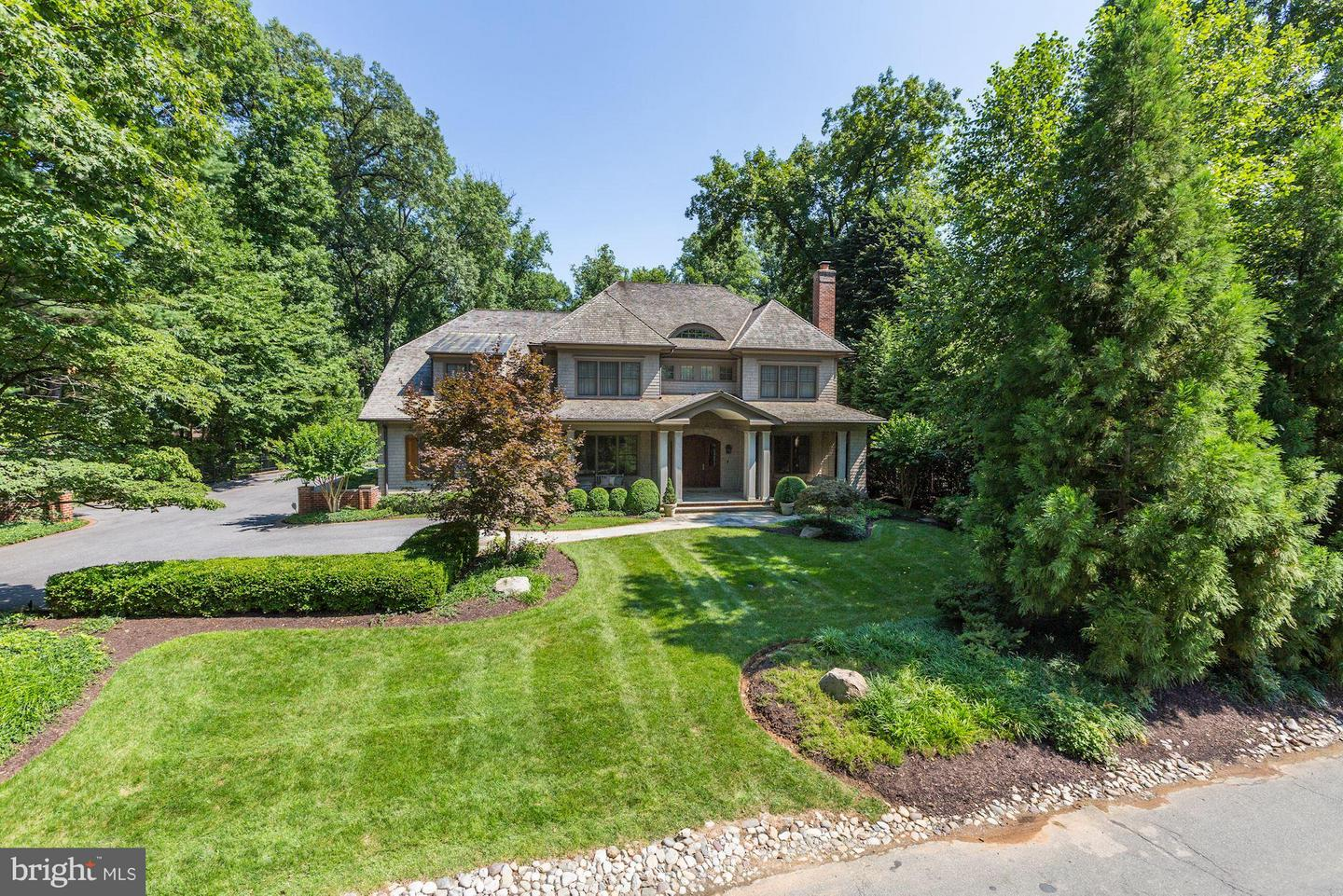 Photo of home for sale at 9115 Burning Tree Road, Bethesda MD