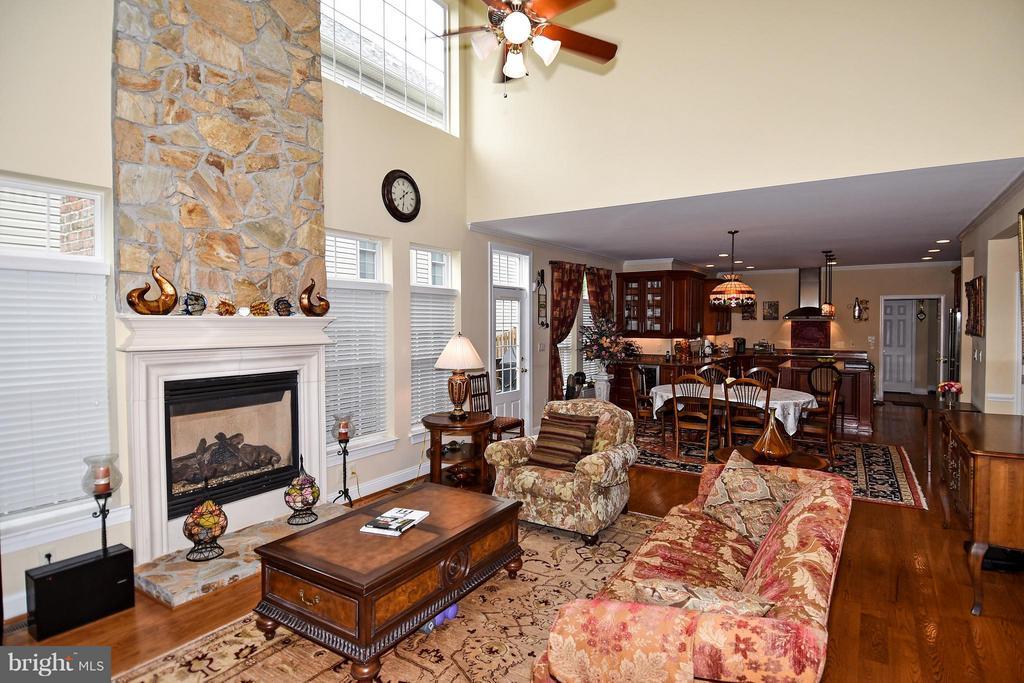Family Room/Kitchen - 4001 VIRGINIA ST, FAIRFAX