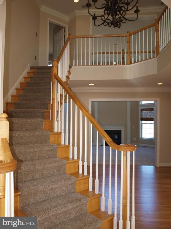 Grand Staircase - 38772 BOCA CT, WATERFORD