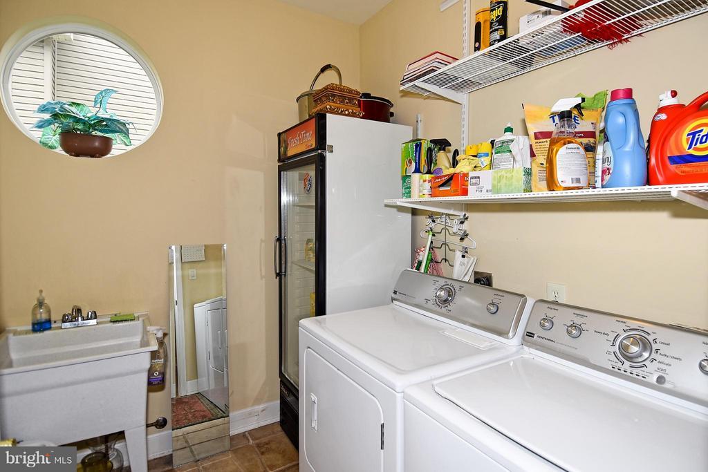 Laundry - 4001 VIRGINIA ST, FAIRFAX