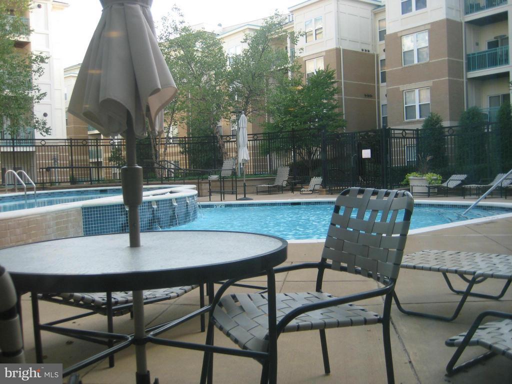 outdoor-pool - 12001 MARKET ST #265, RESTON