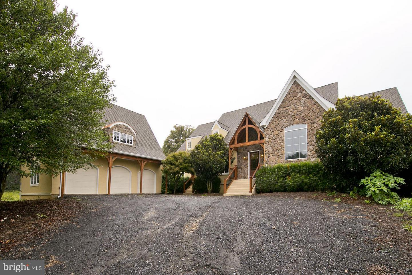 Single Family for Sale at 2101 Gun Barrel Rd White Post, Virginia 22663 United States