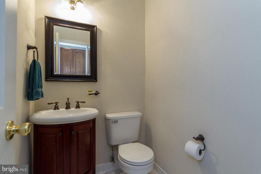Bath on main level - 131 WASHINGTON ST, OCCOQUAN