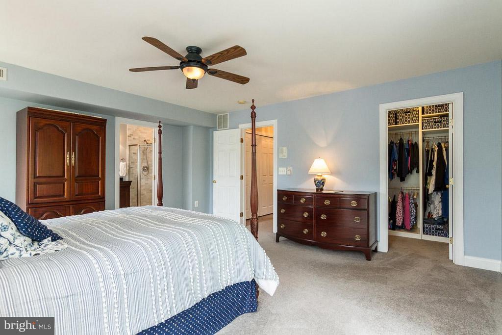 Bedroom (Master) with a w/i closet - 131 WASHINGTON ST, OCCOQUAN