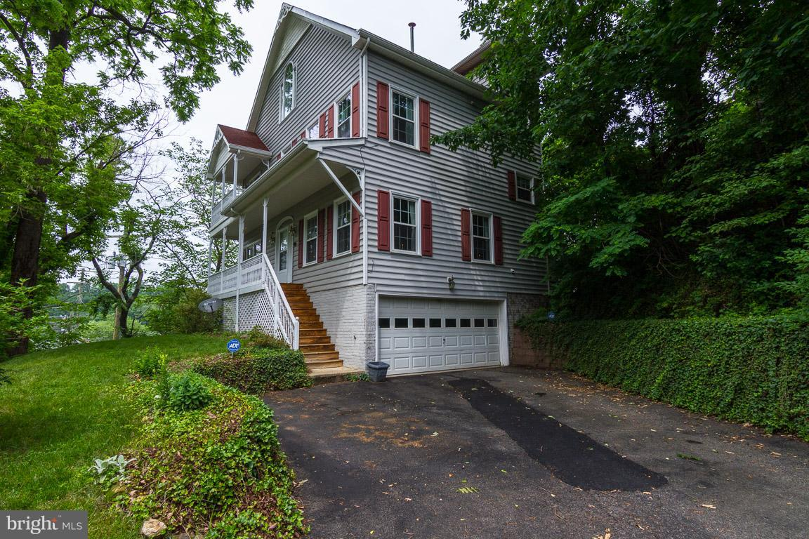 Single Family for Sale at 131 Washington St Occoquan, Virginia 22125 United States