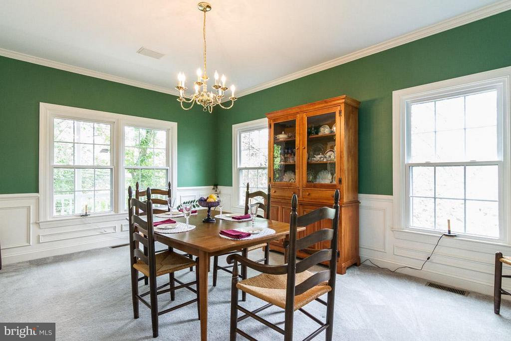 Dining Room that can hold a large table - 131 WASHINGTON ST, OCCOQUAN