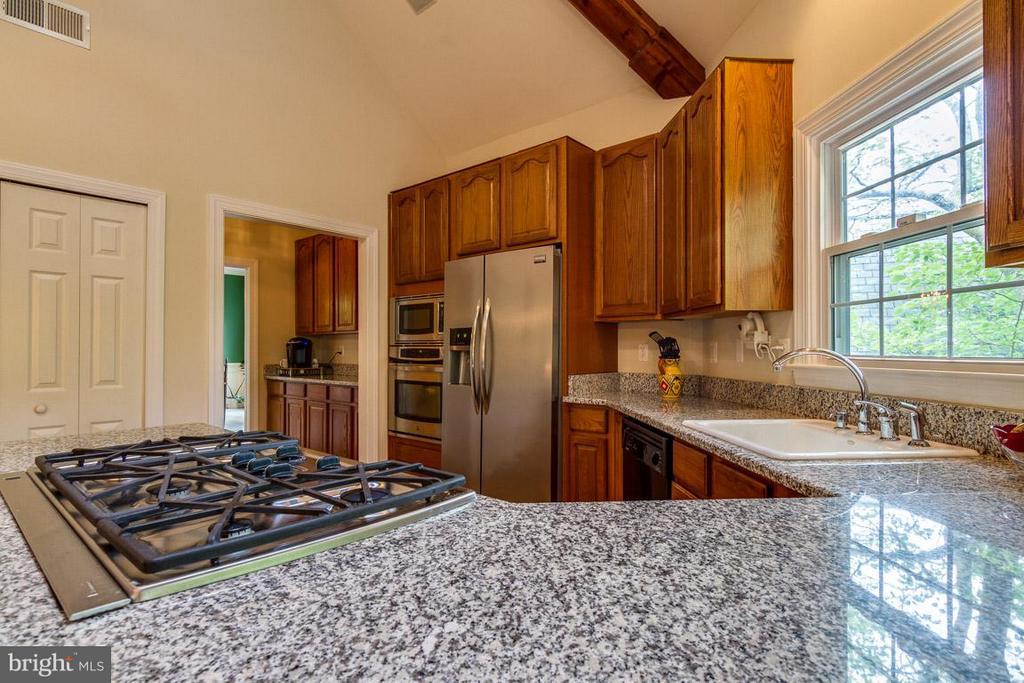 Kitchen with a huge peninsula - 131 WASHINGTON ST, OCCOQUAN