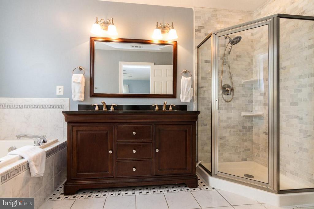 Bath (Master) on Upper 1 - 131 WASHINGTON ST, OCCOQUAN