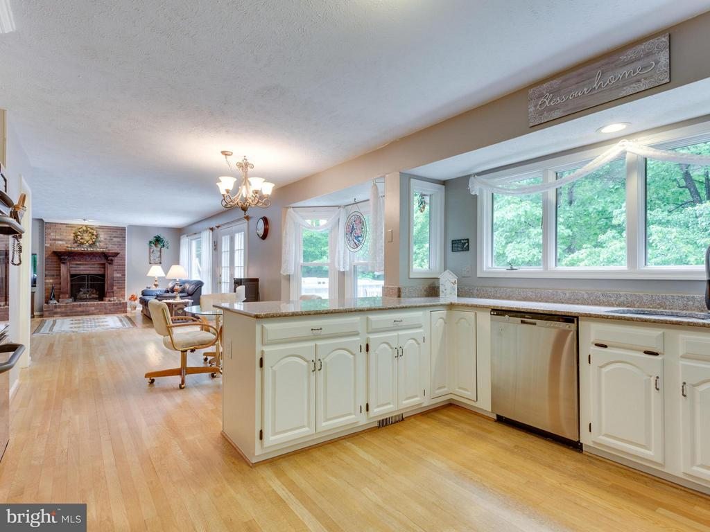 Recently updated Kitchen - 9424 WOODED GLEN AVE, BURKE