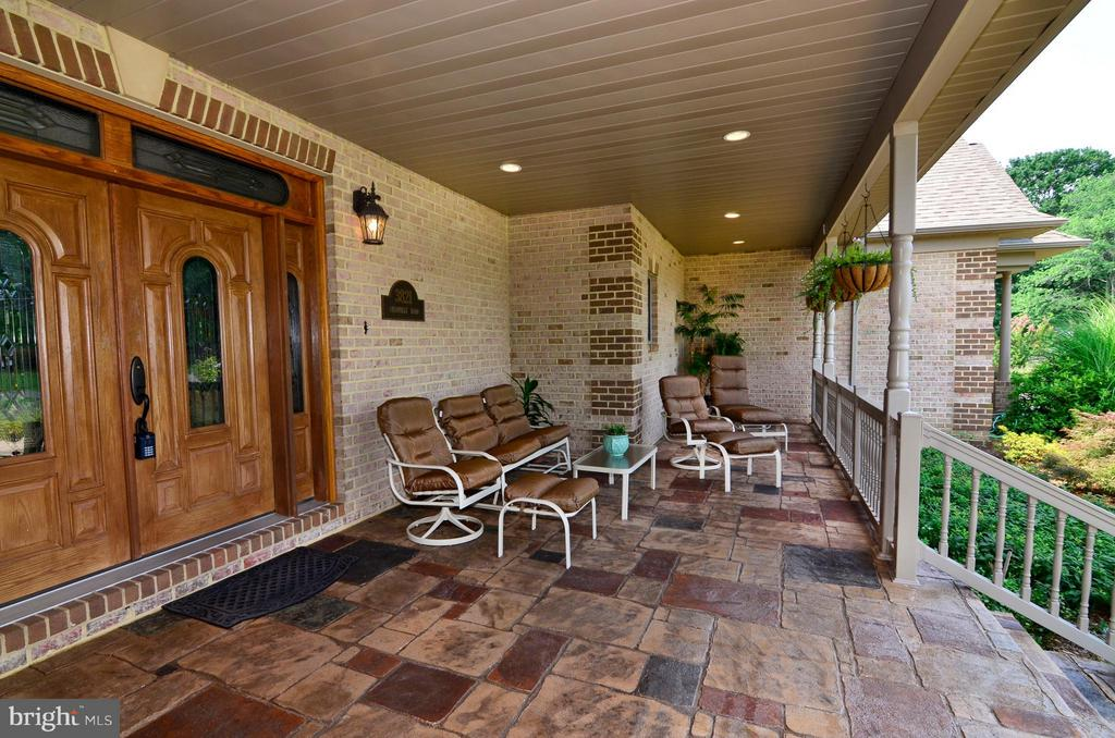 Large Front Porch - 3821 CHANTILLY RD, CHANTILLY