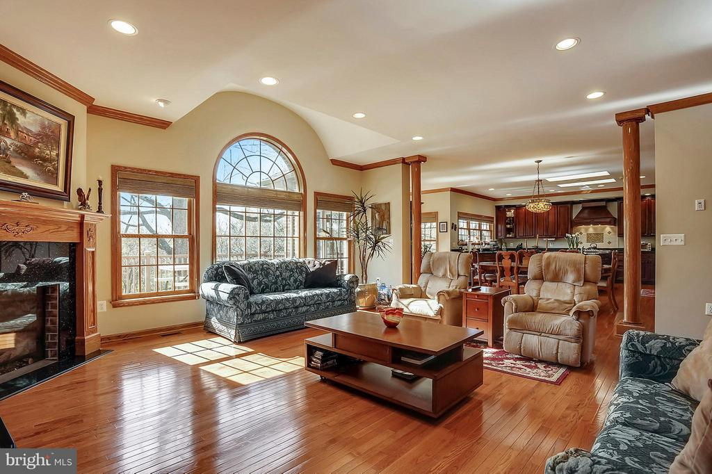 Tons of Natural Light - 3821 CHANTILLY RD, CHANTILLY