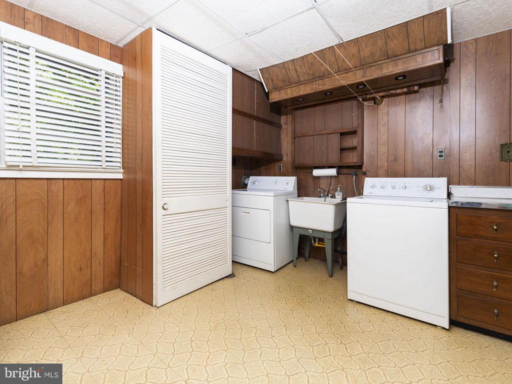 Laundry/Utility Room - 5105 REDWING DR, ALEXANDRIA